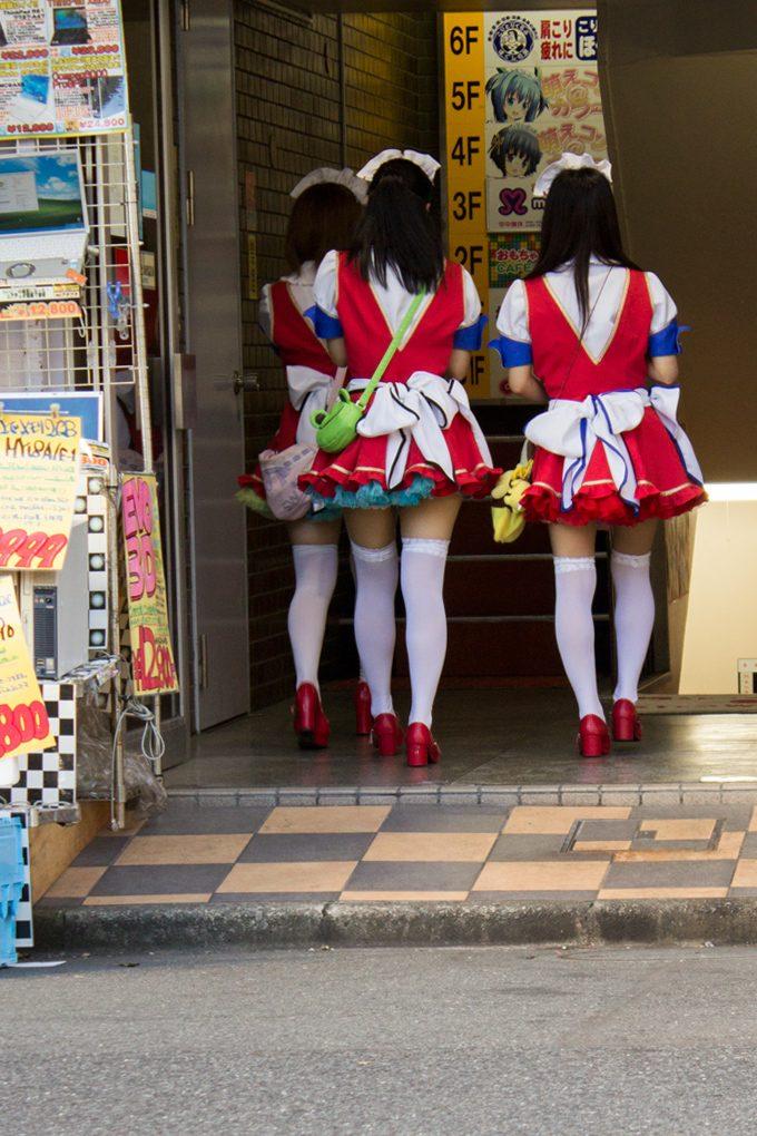 cosplay-girls-behind