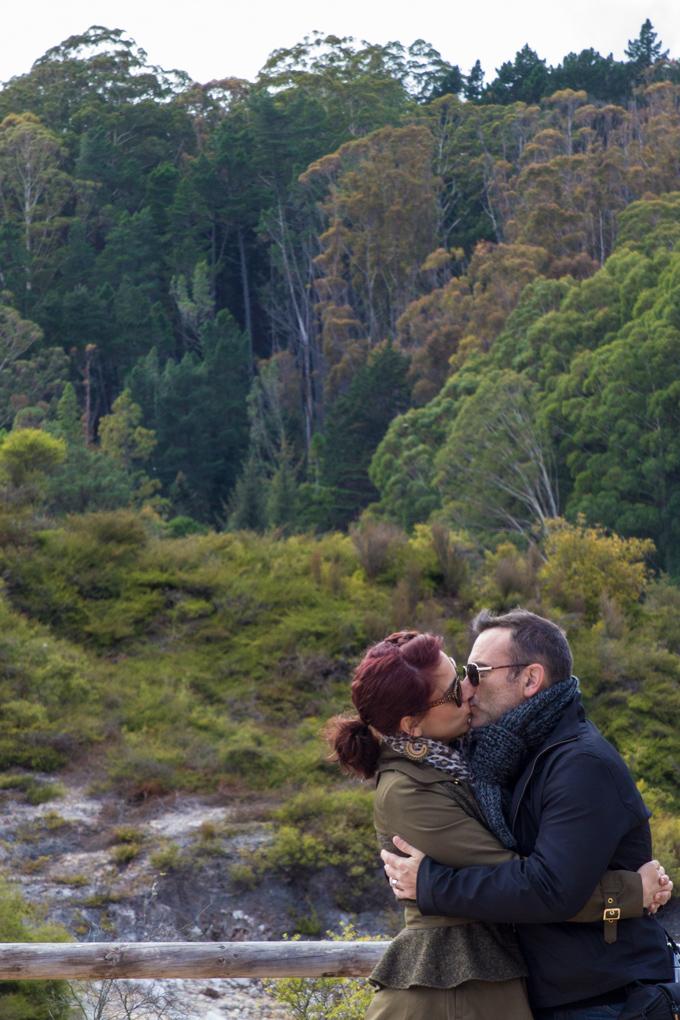 NZ-Rotorua-Jess-Tim-kiss-V