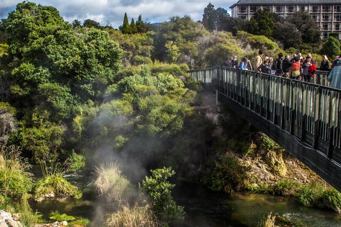 NZ-Rotorua-lake-bridge-H