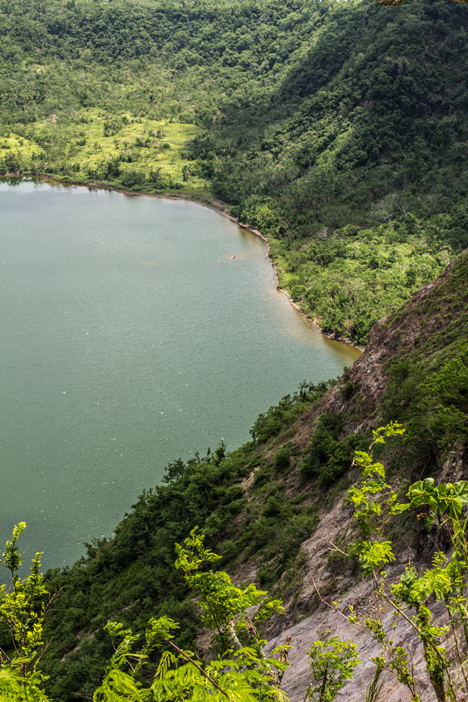 PI-Taal-crater-lake-banks-V