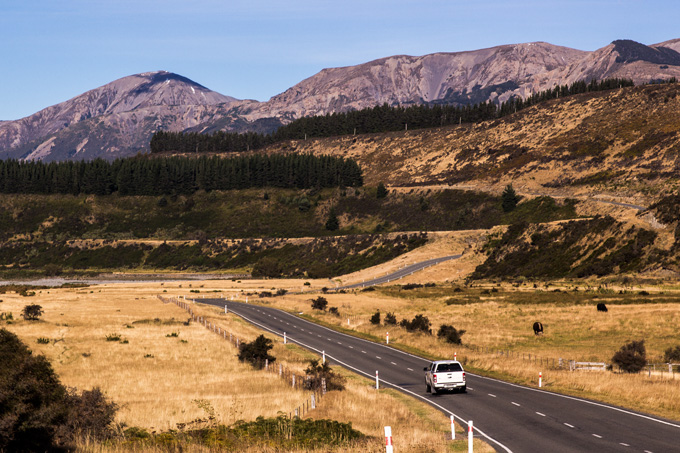 NZ-road-mts-car-H