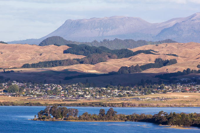 NZ-skyline-lake-H2