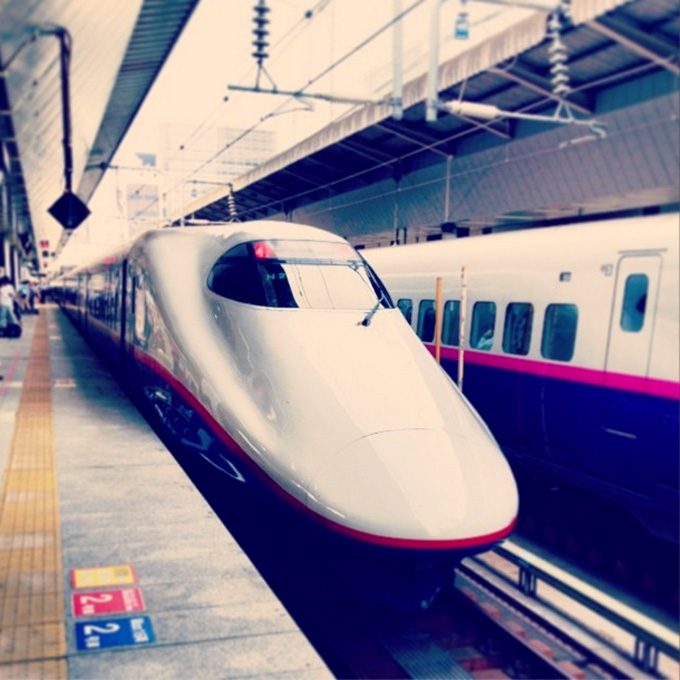 shinkansen-train-use-blur