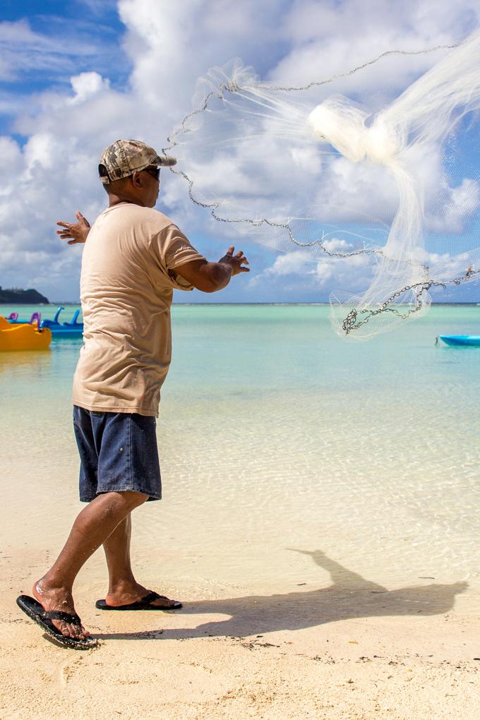 Tumon-Bay-Fisherman-throw-net-V-