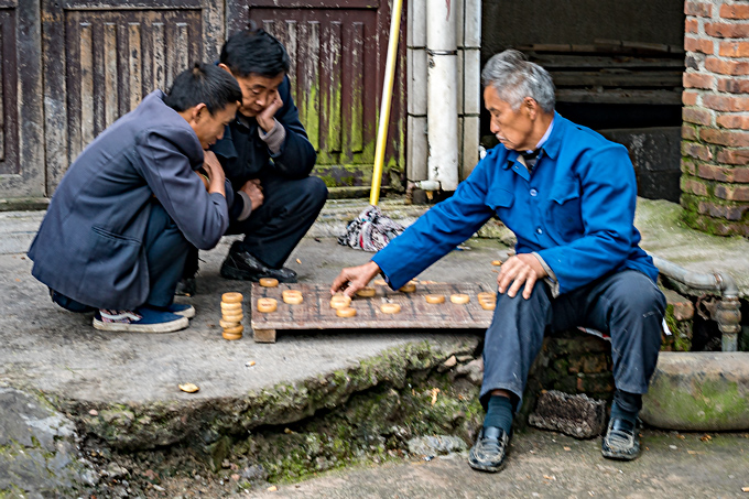 Street game of checkers in Zhangjiajie, China