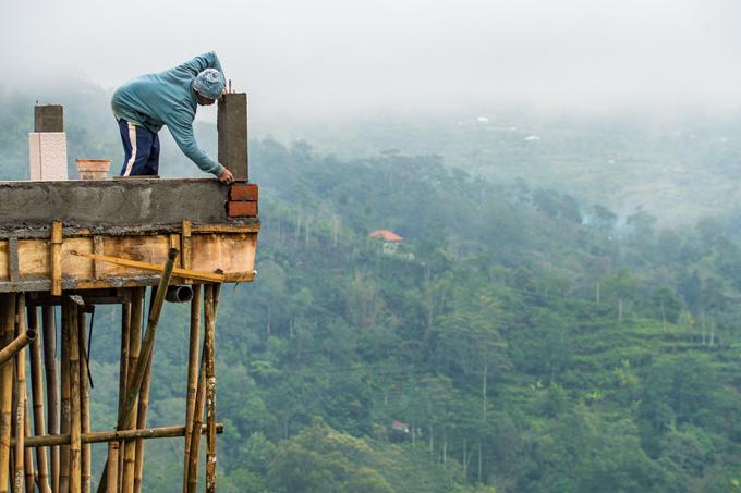 Bali worker