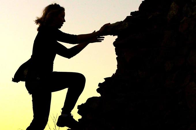 Ansley-Sawyer-climbing-H