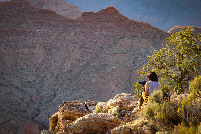 Jessica Peterson of Global Girl Travels taking photographs at Grand Canyon, Arizona