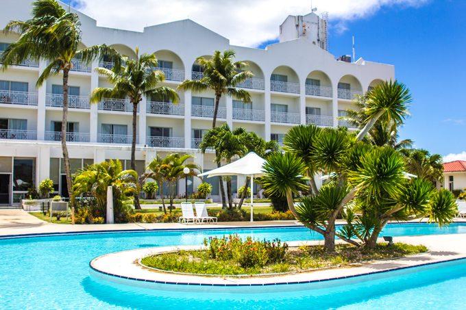 STARTS-pool-hotel-2-H