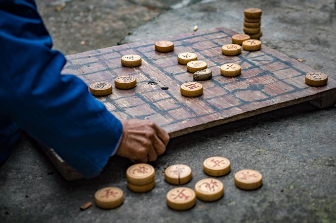 Street game of checkers in Zhangjiajie, China